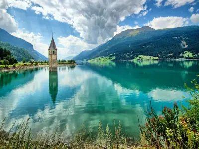 Italia, Trentino - LAGO DI RESIA, GLORENZA, BOLZANO  E LE PIRAMIDI DEL RENON